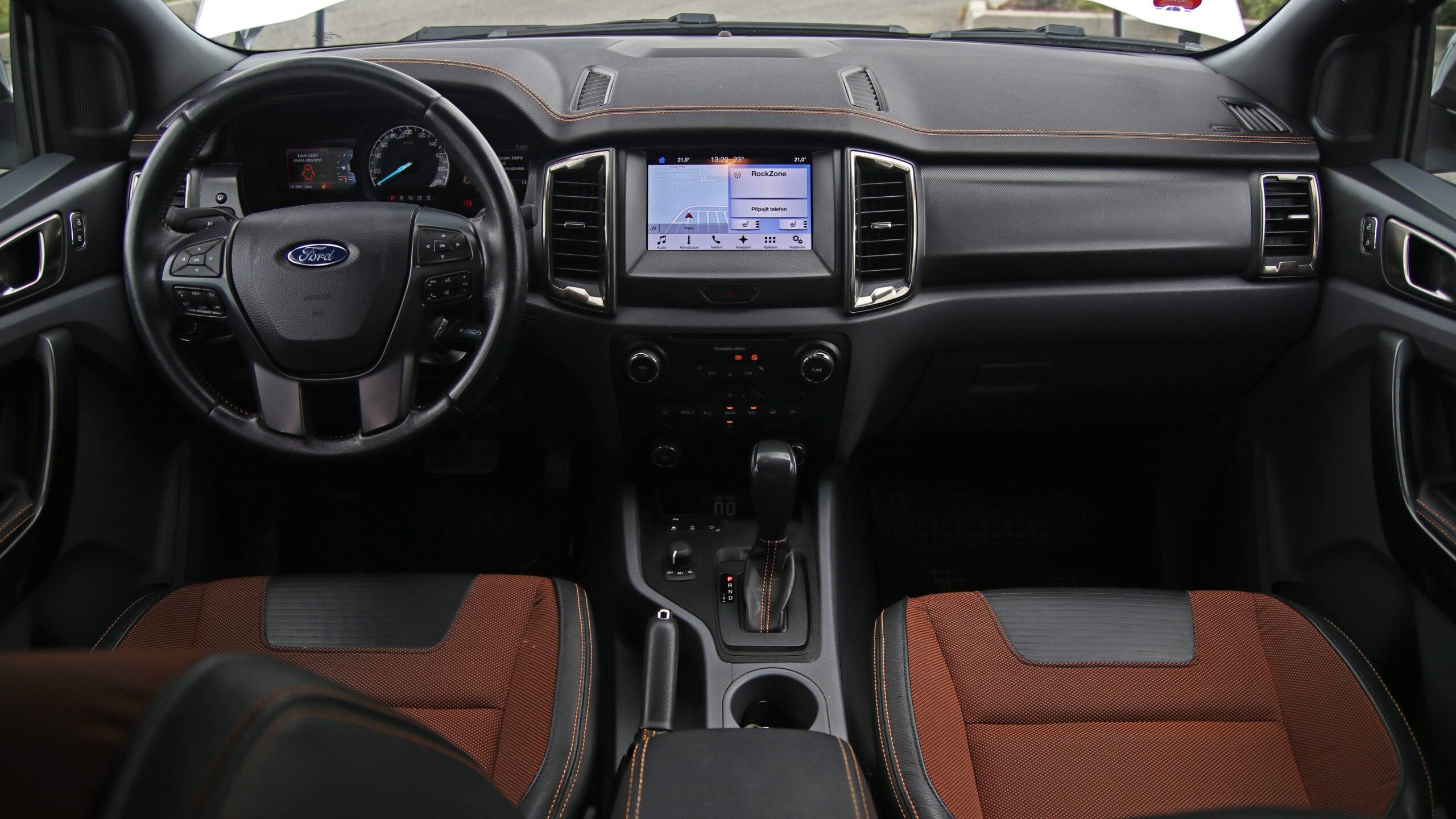 Ford Ranger Wildtrak interiér vozu