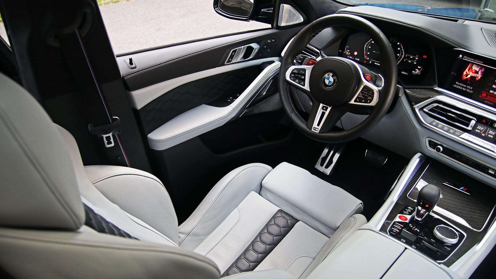 Test – BMW X6 M Competition interiér
