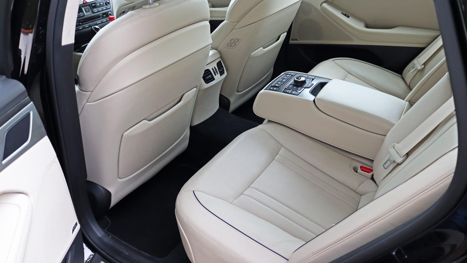 Test - Hyundai Genesis 3.8 GDI V6 zadní sedačky