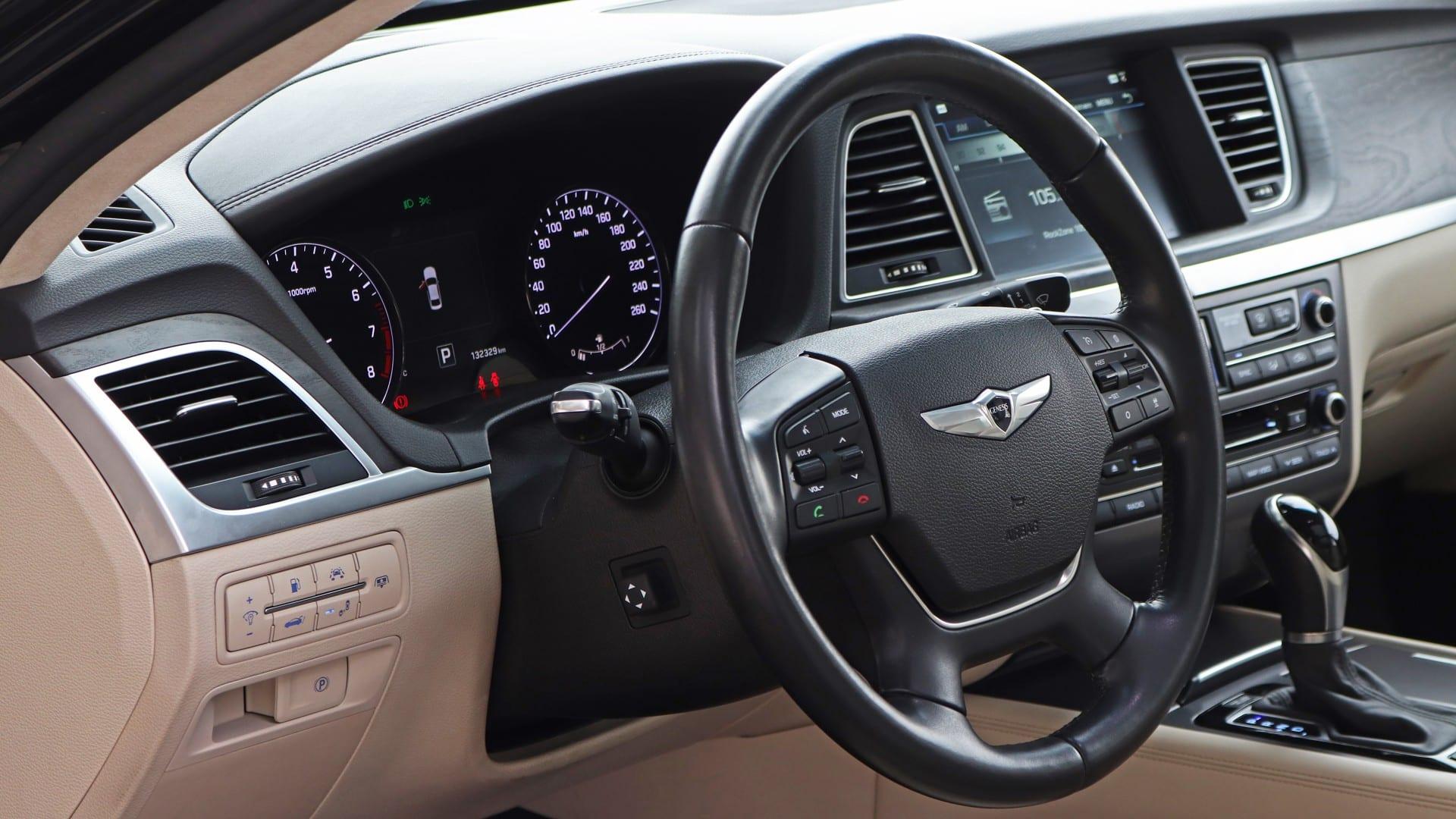 Test - Hyundai Genesis 3.8 GDI V6 interiér