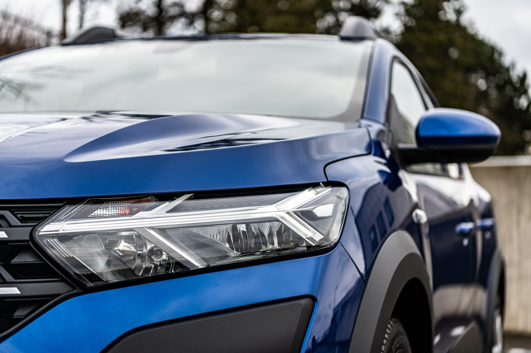 Dacia Sandero přední světlo