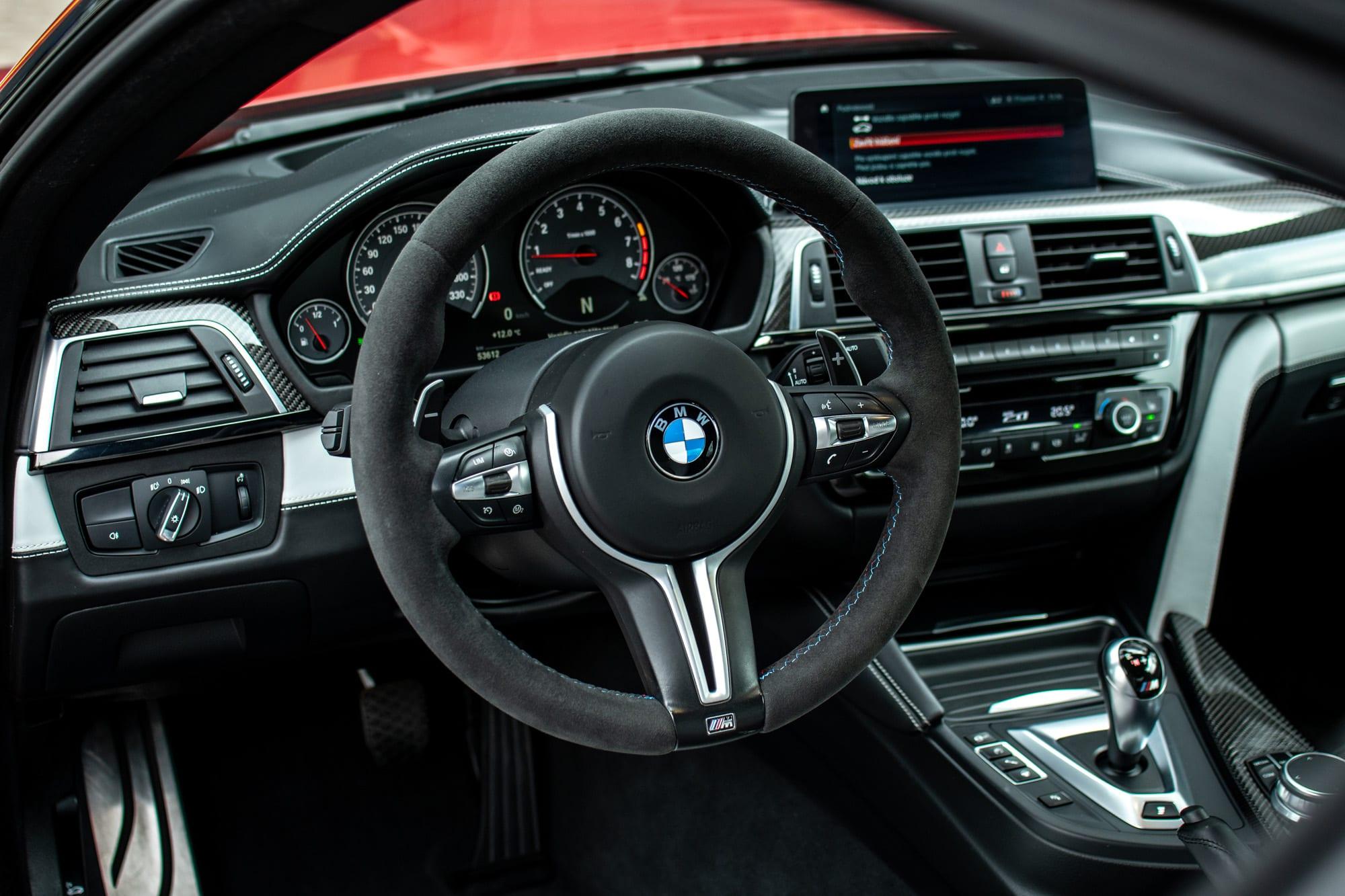 BMW M4 volant alcantara