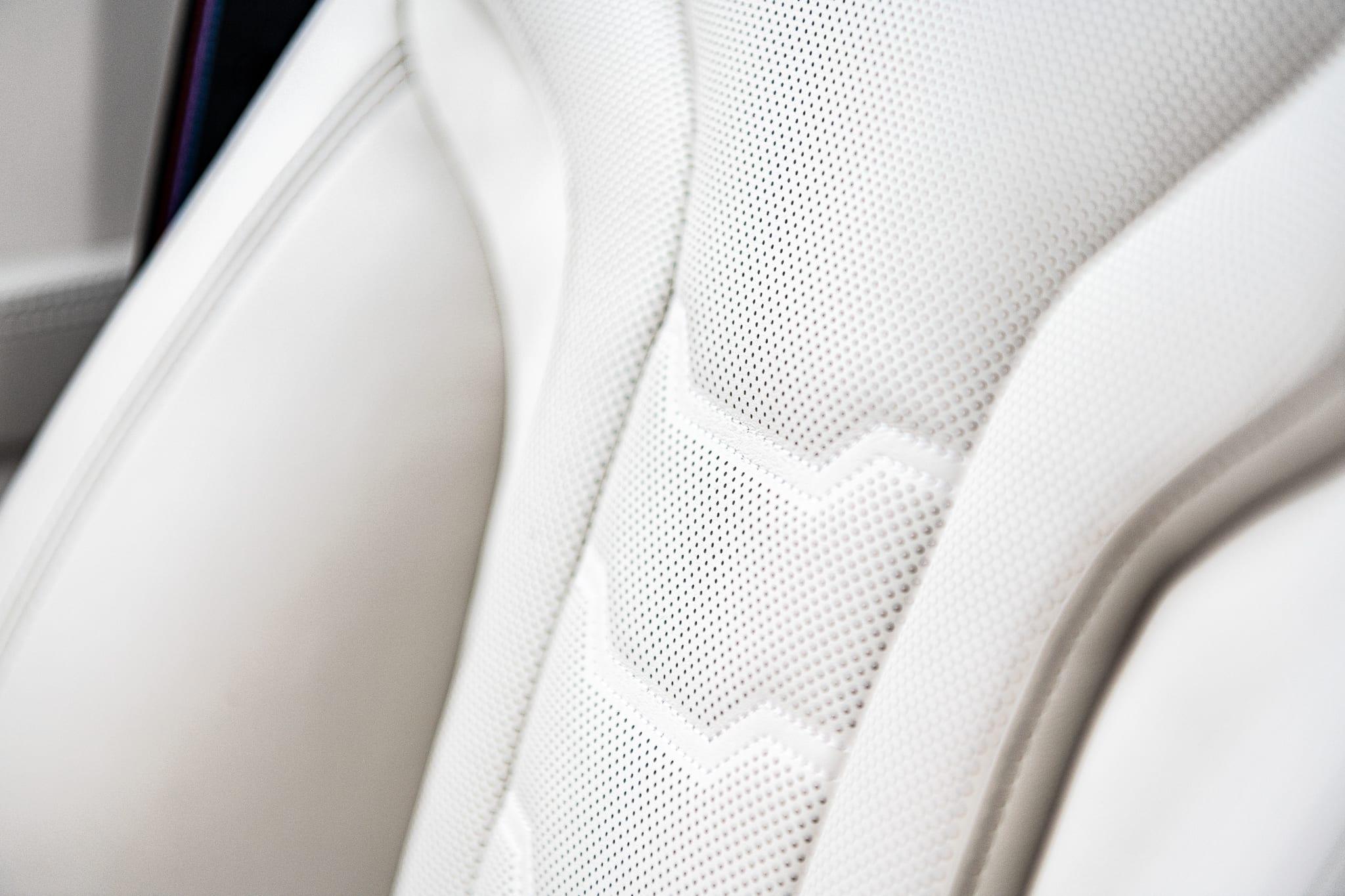 BMW 840d Gran Coupé sedačky