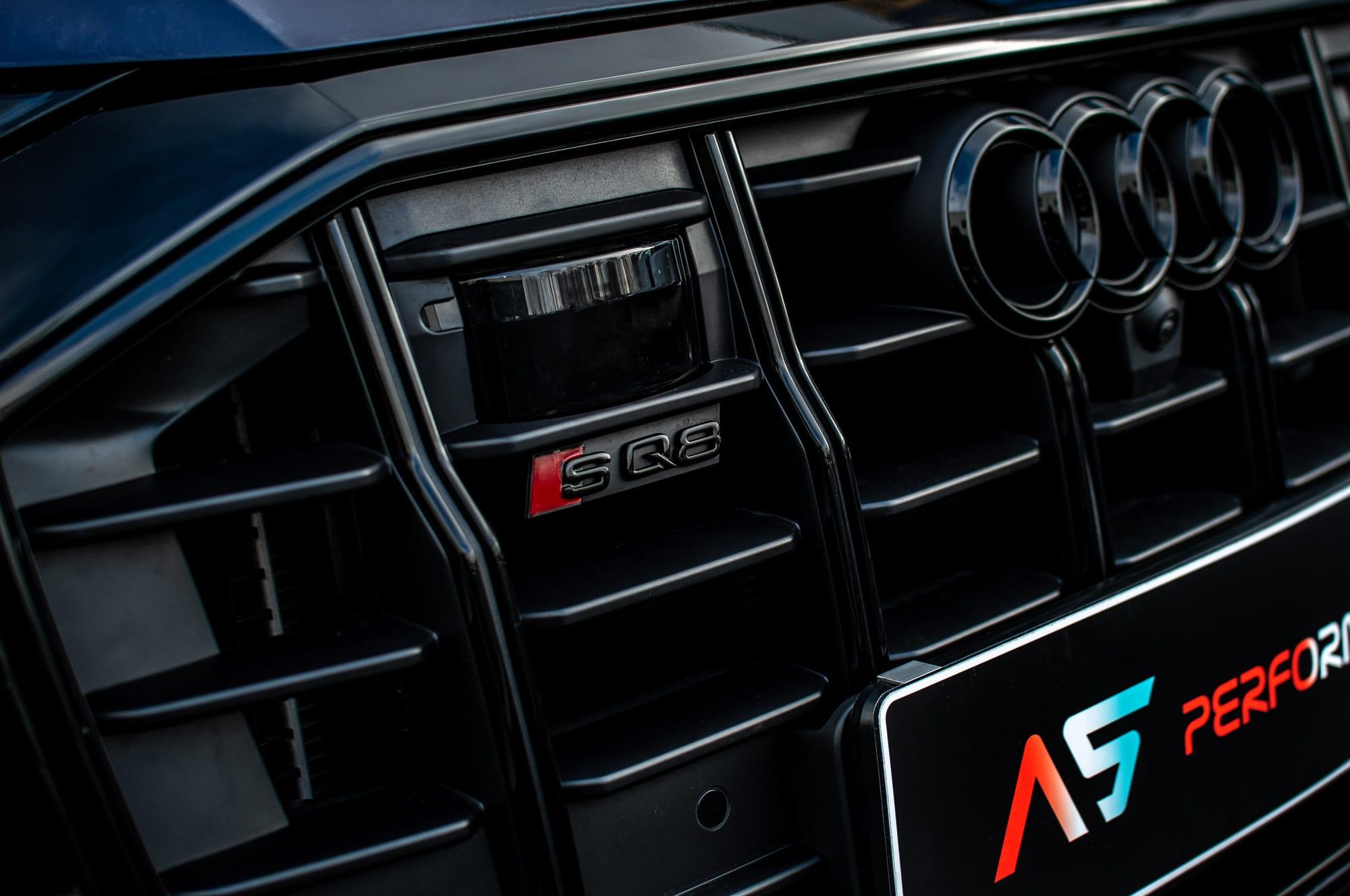 Audi RS Q8 maska