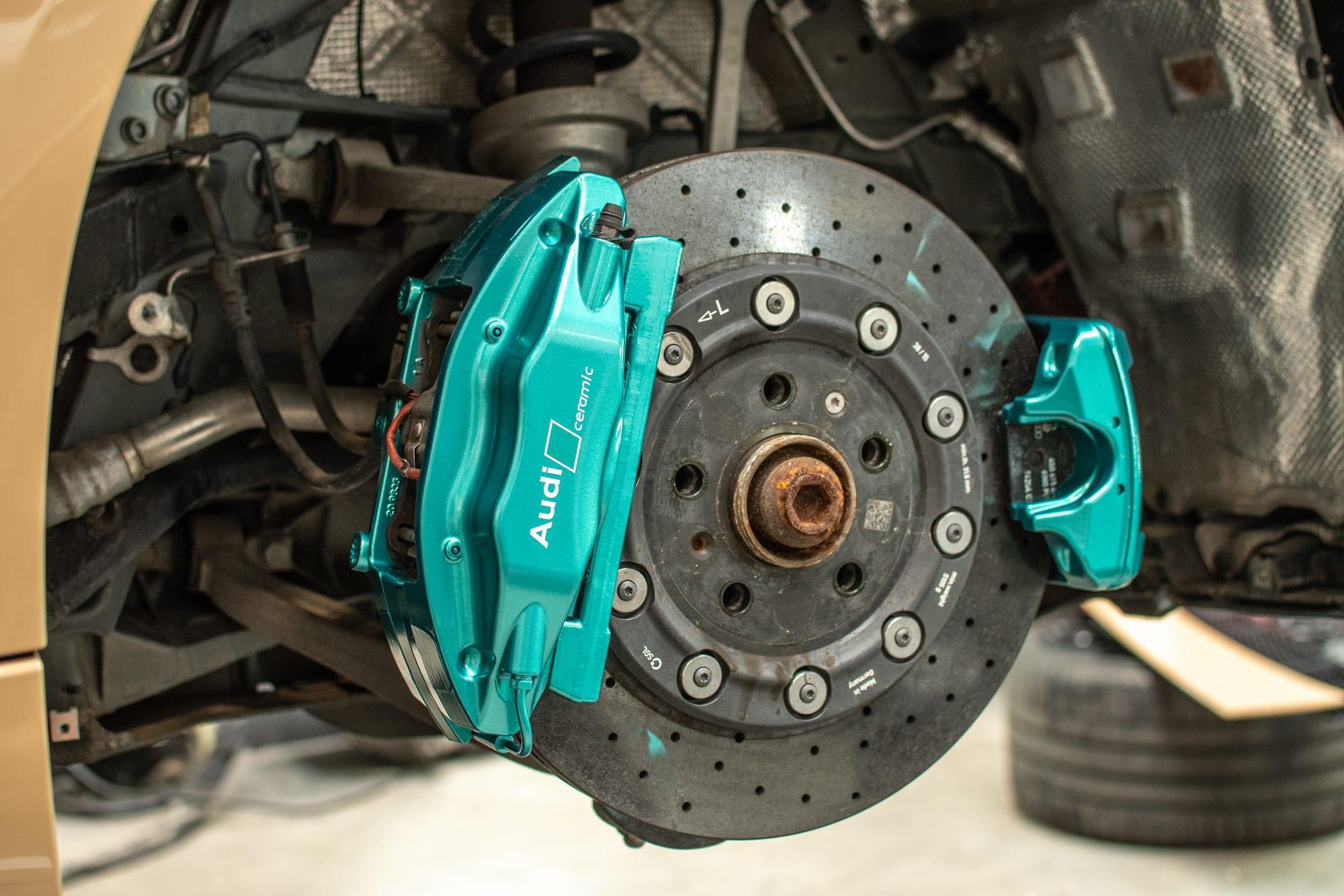Audi R8 lakováno třmenů brzd