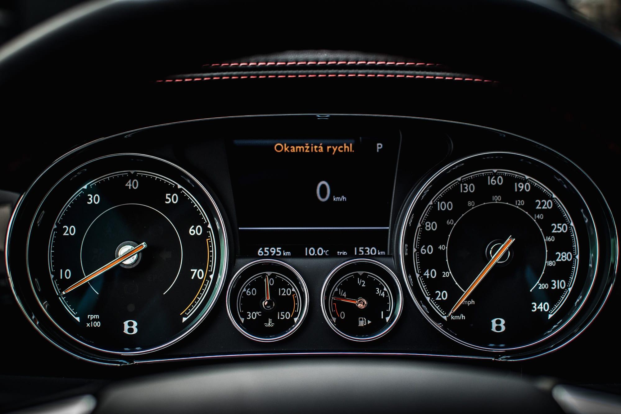 Bentley Continental GT palubní deska