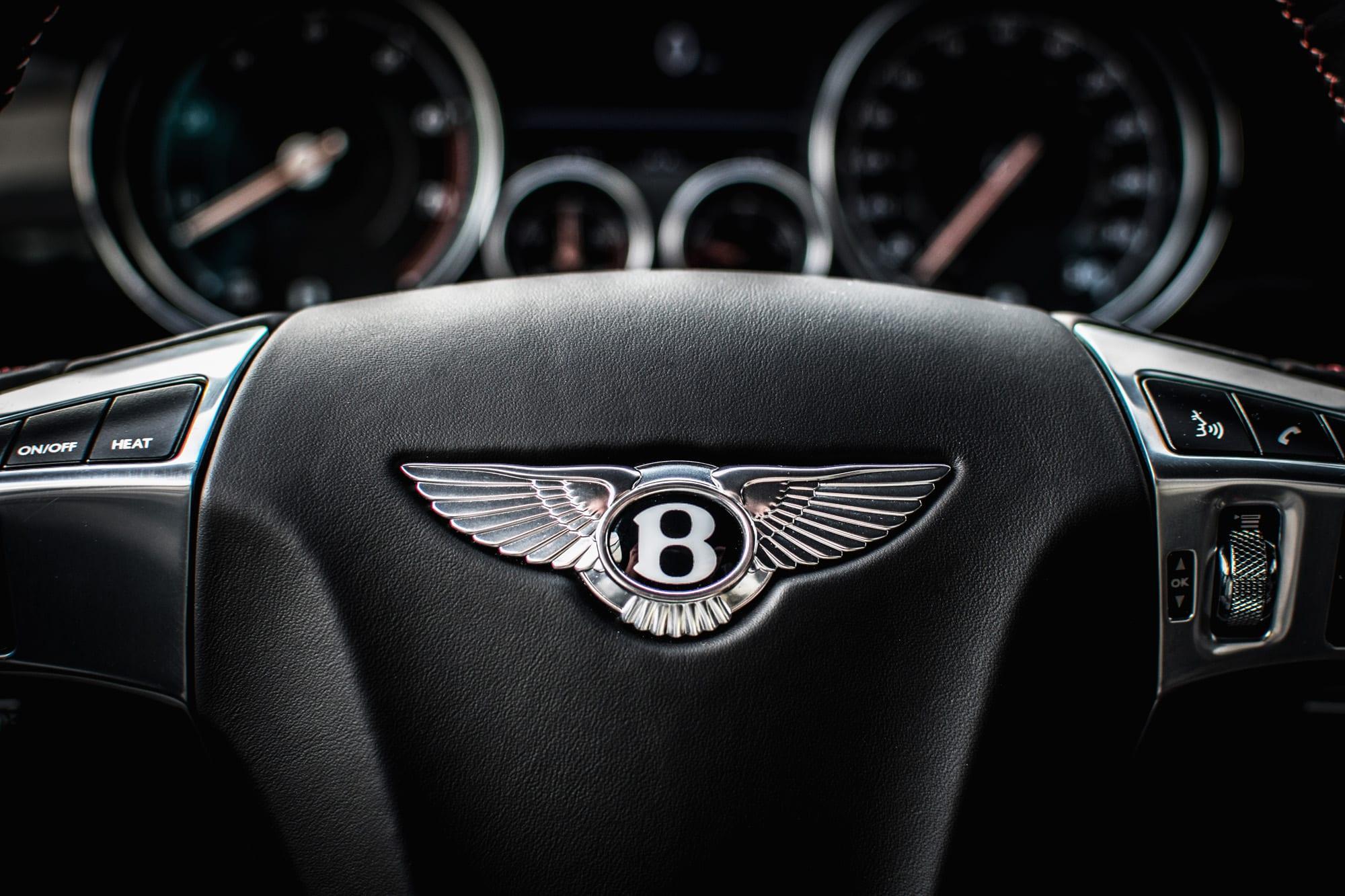 Bentley Continental GT znak volant