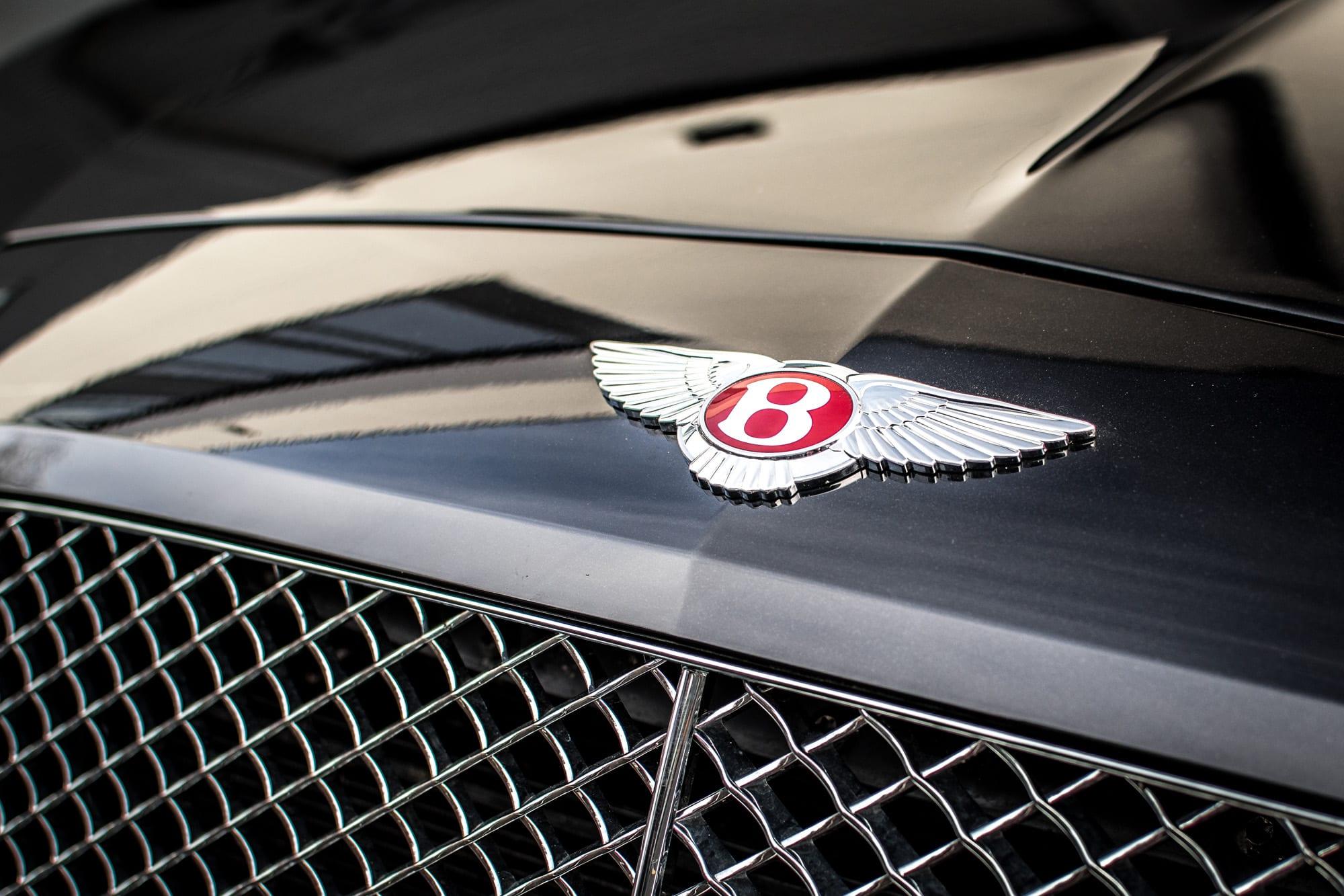 Bentley Continental GT kapota znak Bentley