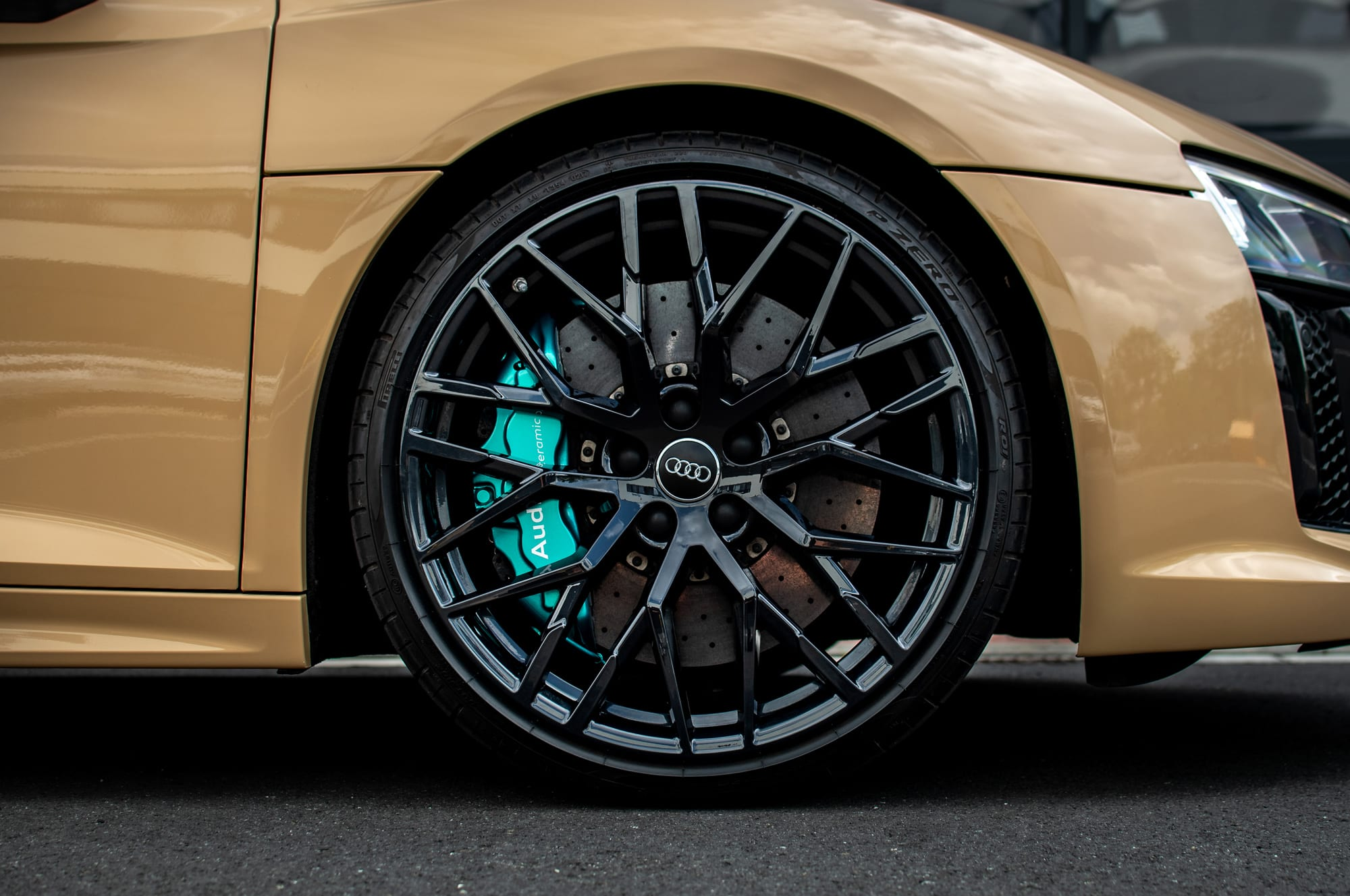 Audi R8 lakované třmeny brzd