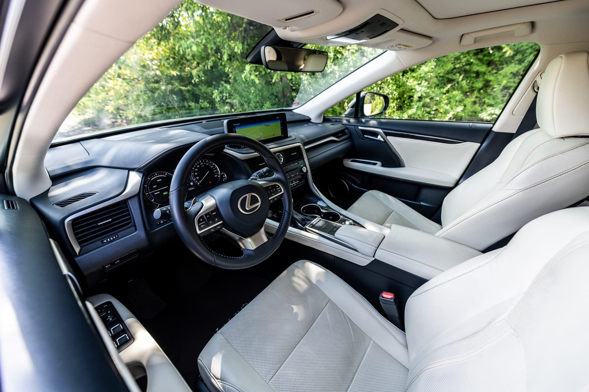 Lexus RX 450h sedačky interiér