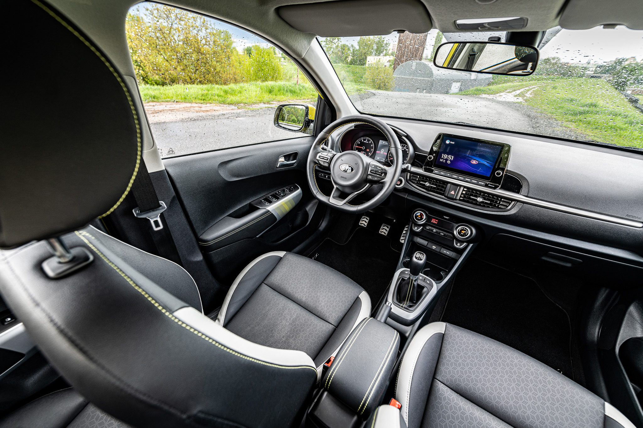 Kia Picanto interiér vozu plaubní deska sedadla