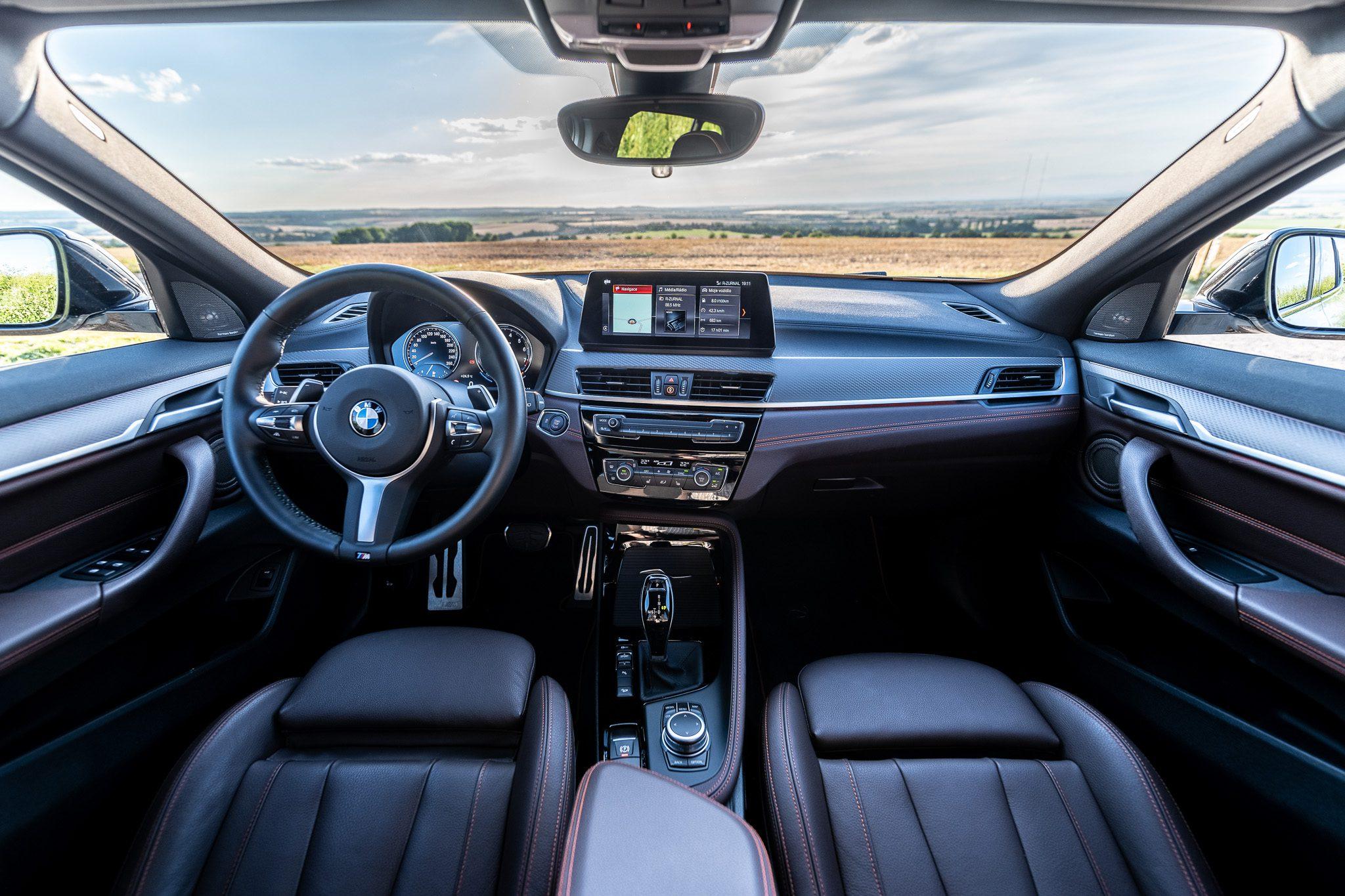 BMW X2 xDrive20i interiér