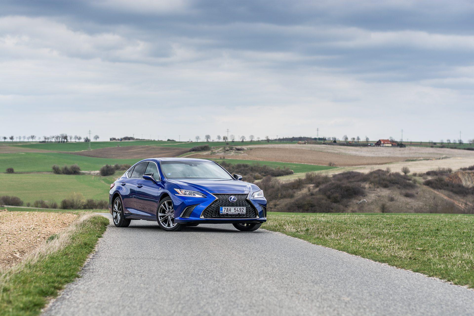 Lexus ES 300h test