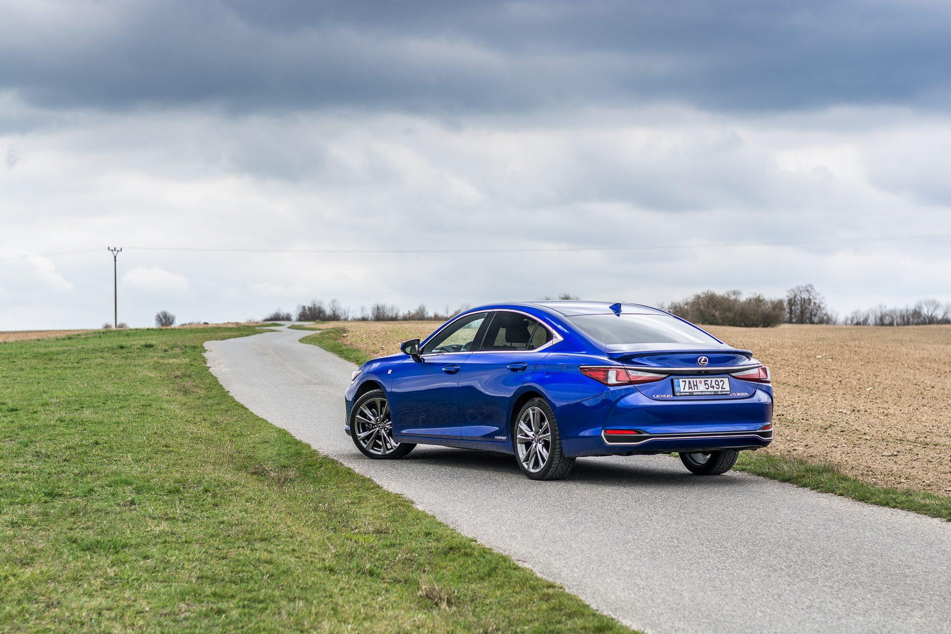 Lexus ES 300h test automobilu