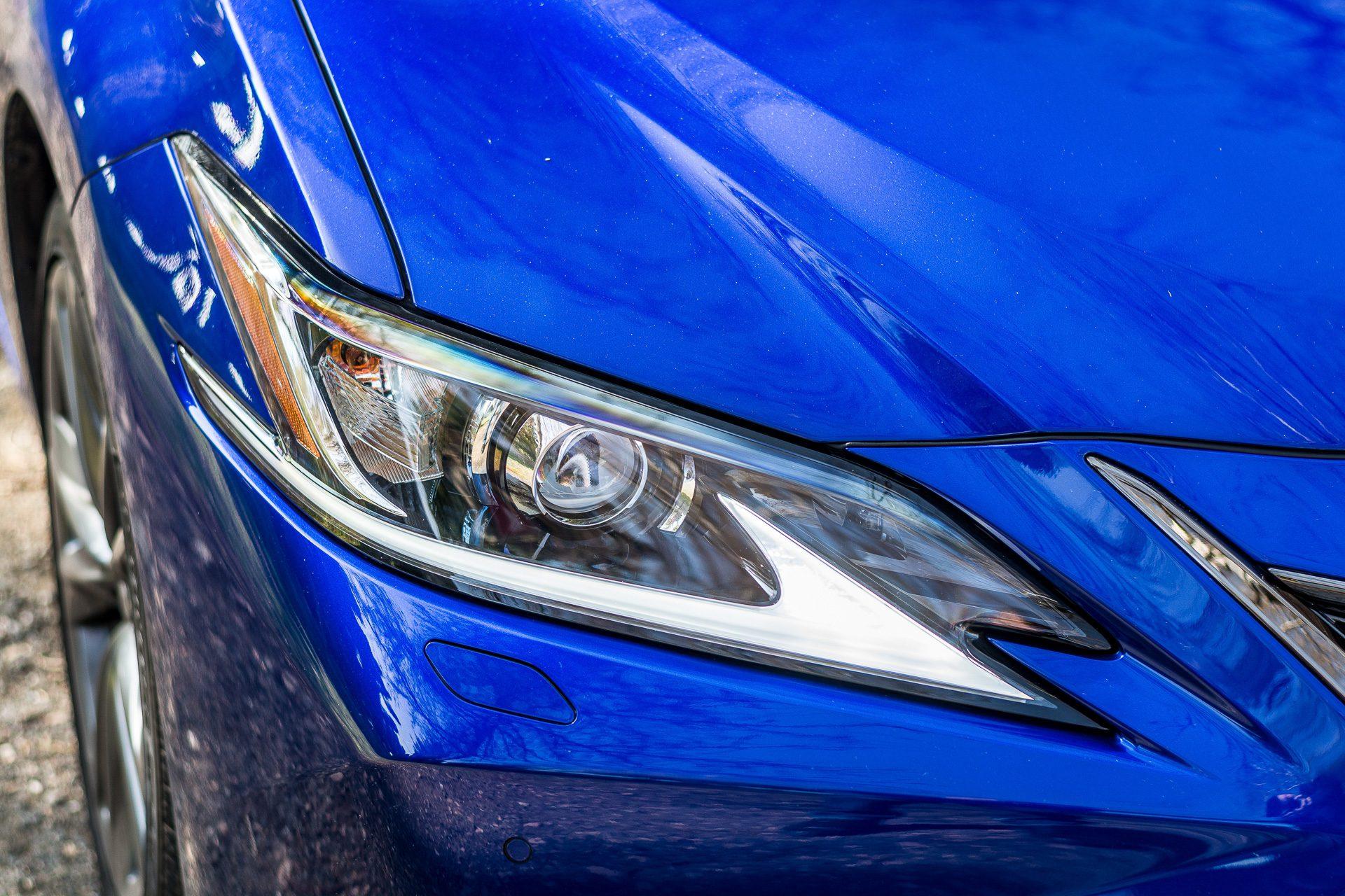 Lexus ES 300h světlo
