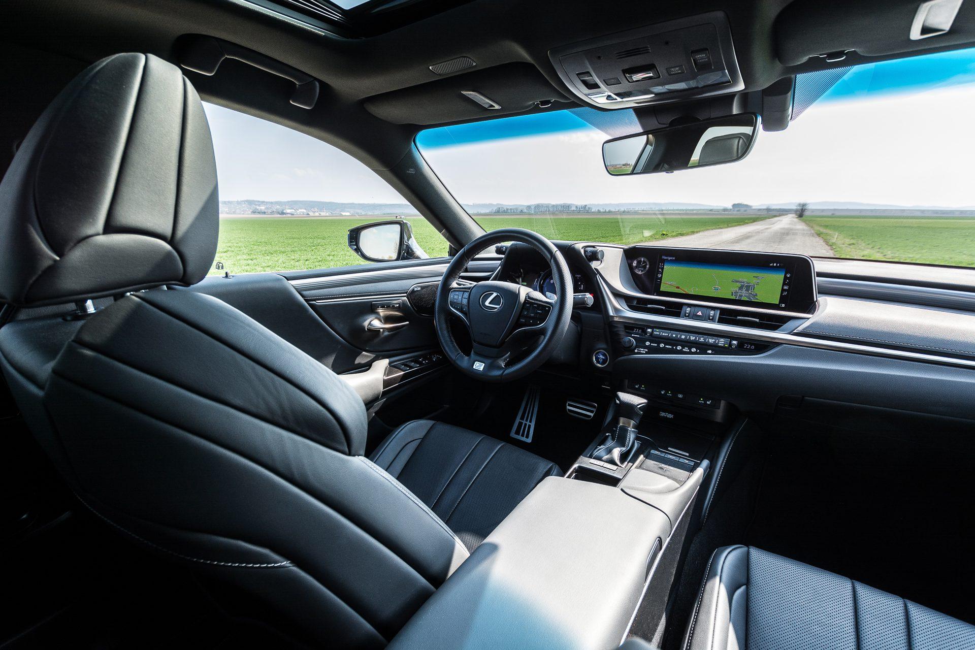 Lexus ES 300h interiér vozu