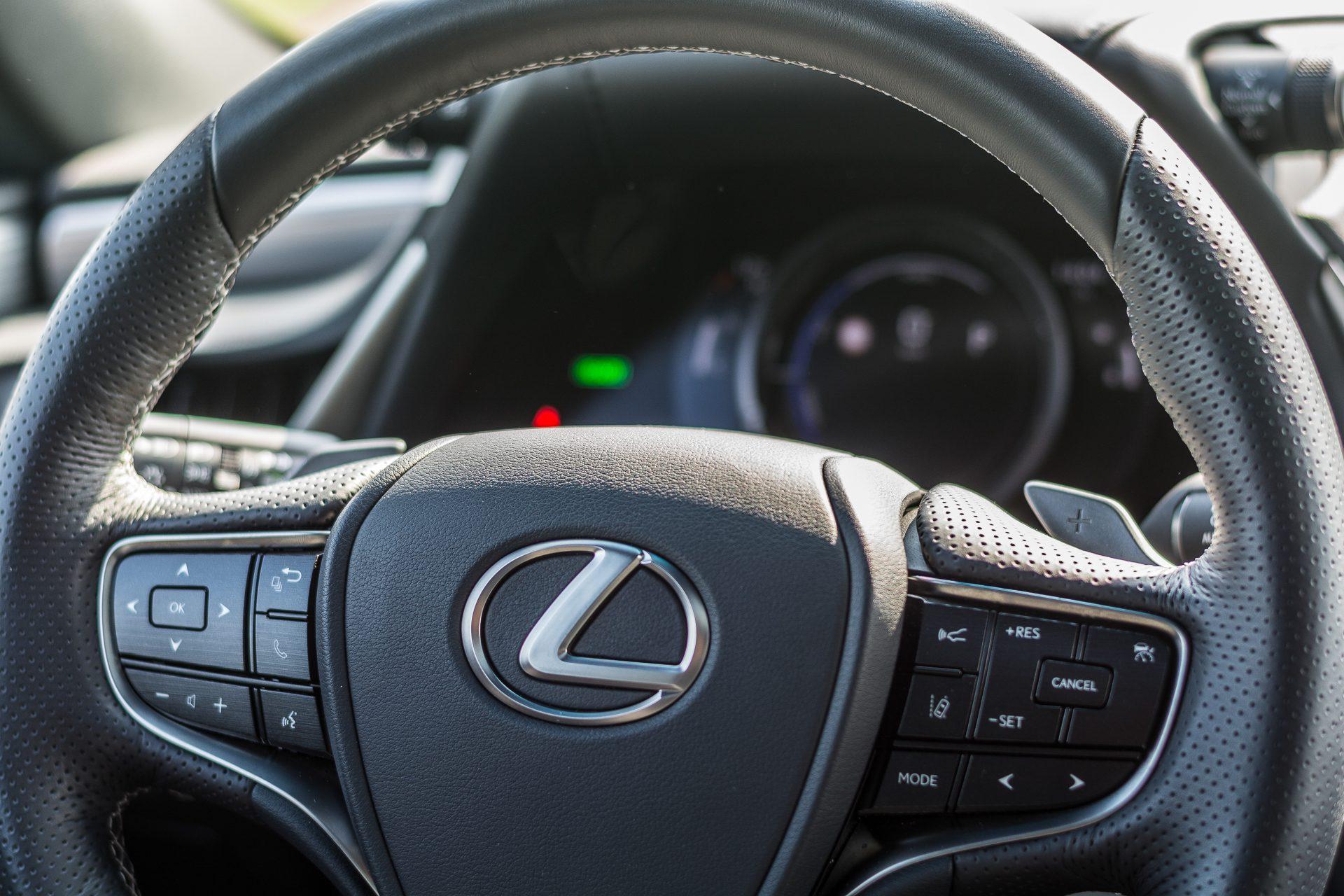 Lexus ES 300h volant palubni deska