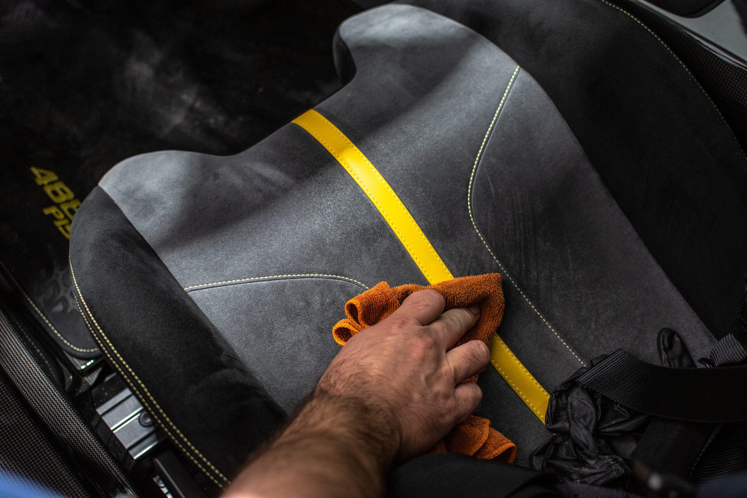 Detailing čištění sedaček vozu sedadel